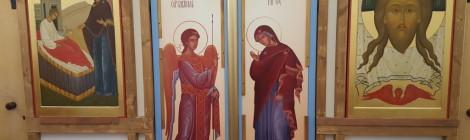 Новонаписанные иконы размещены в алтаре больничного храма